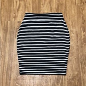 Pencil skirt black and white striped
